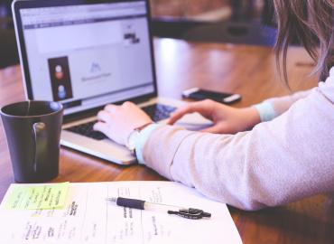 Επιστροφή στην εργασία. Ψυχοκοινωνικοί παράγοντες ρίσκου για στρες και άγχος πριν και μετά το ιό εποχή.